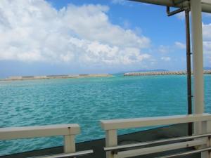 竹富港の桟橋から