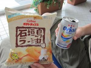 石垣島ラー油味ポテトチップスとオリオンビールで乾杯