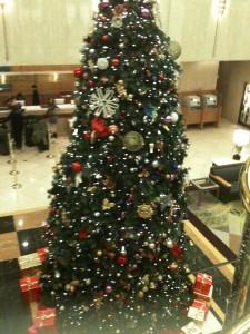 池袋メトロポリタンホテルのロビーのクリスマスツリー