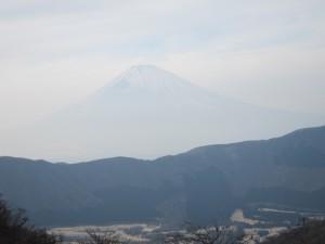 富士山は霞んでハッキリ見えませんでした