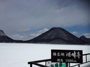 榛名湖は凍結して一面銀世界。眩しい!